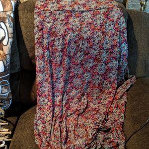 Beautiful LuLaRoe patterned Maxi skirt size Large